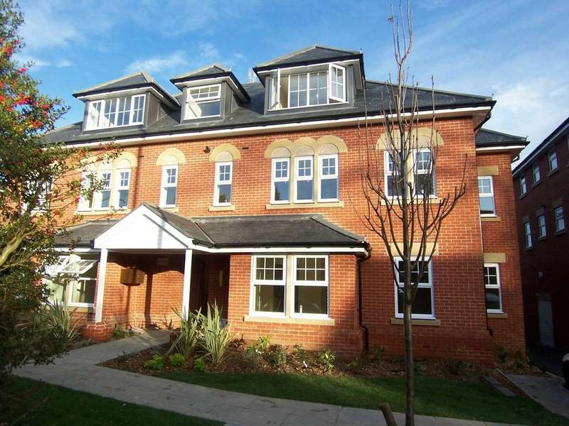 2 Bedrooms Apartment Flat for sale in Wey Court, Claremont Avenue GU22