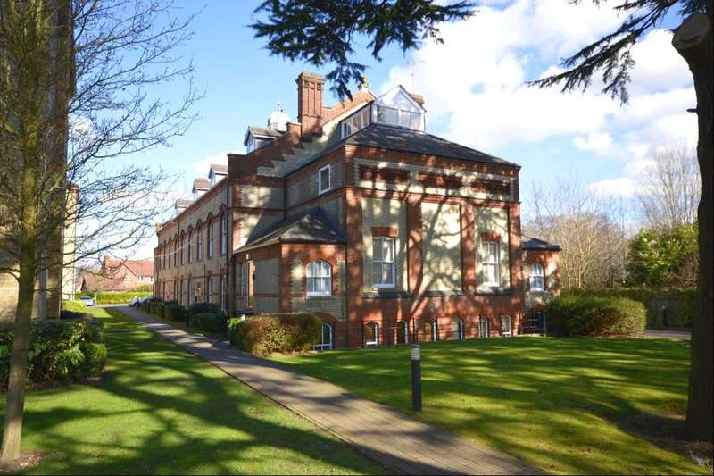 2 Bedrooms Flat for rent in Mallard Road, Abbots Langley, WD5