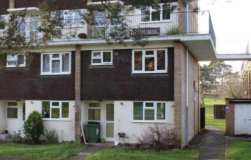 3 Bedrooms Property for rent in Lamerton Close, Bordon