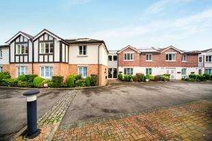 2 Bedrooms Retirement Property for sale in Dene Court, 40 Stafford Road, Caterham, Surrey