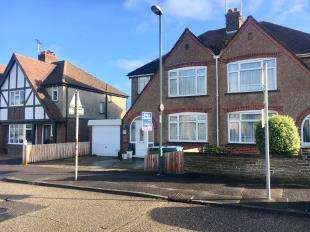 3 Bedrooms Semi Detached House for sale in South Way, Bognor Regis, West Sussex