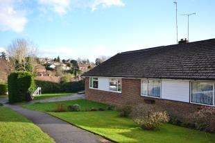4 Bedrooms Bungalow for sale in Jonas Drive, Wadhurst, East Sussex