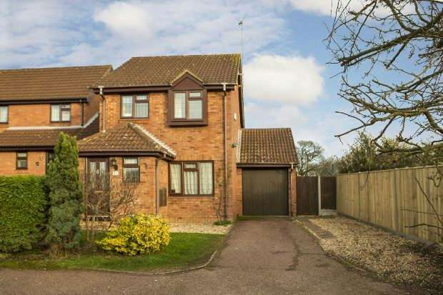 3 Bedrooms Link Detached House for sale in Tickhill Close, Lower Earley, Reading