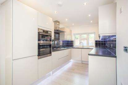 4 Bedrooms Terraced House for sale in Melrose Place, Watford, Hertfordshire, .
