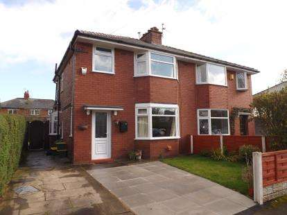 3 Bedrooms Semi Detached House for sale in Fairway, Penwortham, Preston, Lancashire, PR1