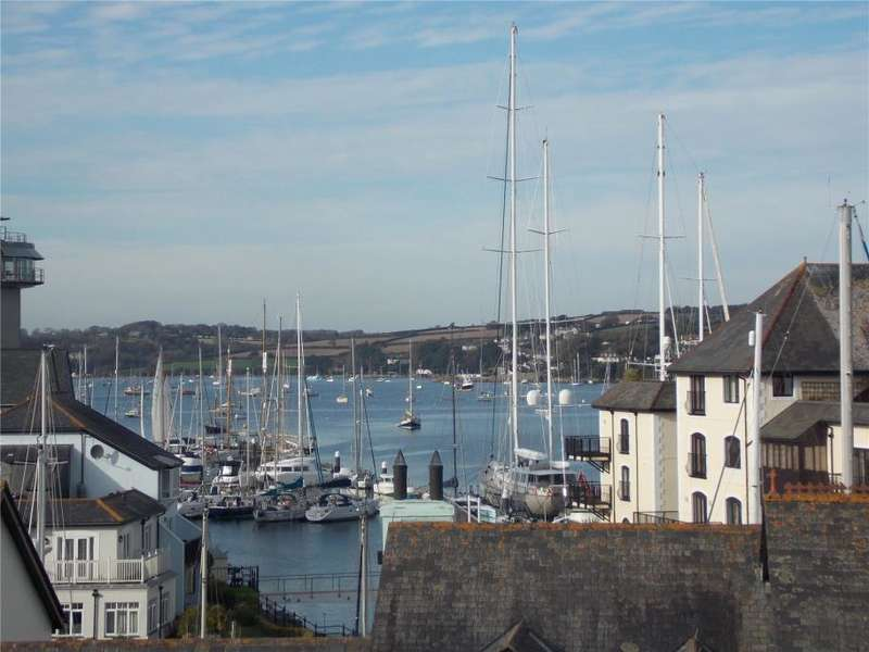 2 Bedrooms Flat for sale in Trelawny House, Falmouth