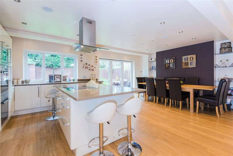4 Bedrooms Detached House for sale in Chartridge Close, Bushey, WD23