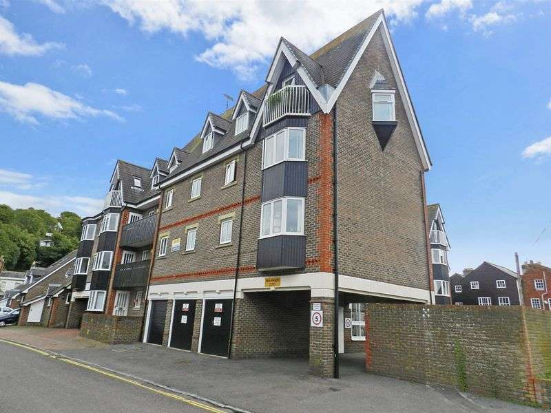 2 Bedrooms Property for sale in St Thomas' Court, Lewes, BN7 2AW