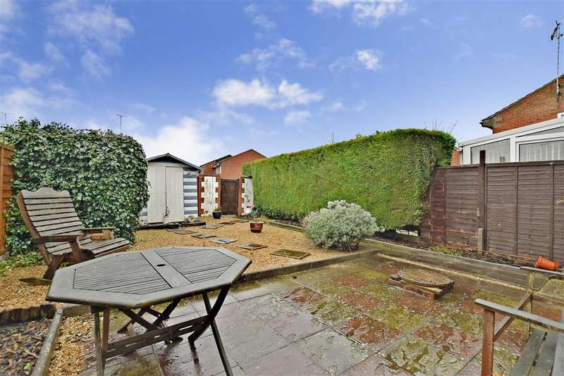 3 Bedrooms Semi Detached House for sale in The Saltings, , Littlehampton, West Sussex
