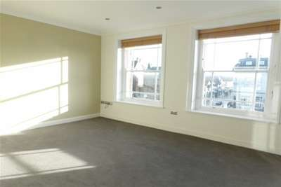 2 Bedrooms Flat for rent in Lord Street, Southport