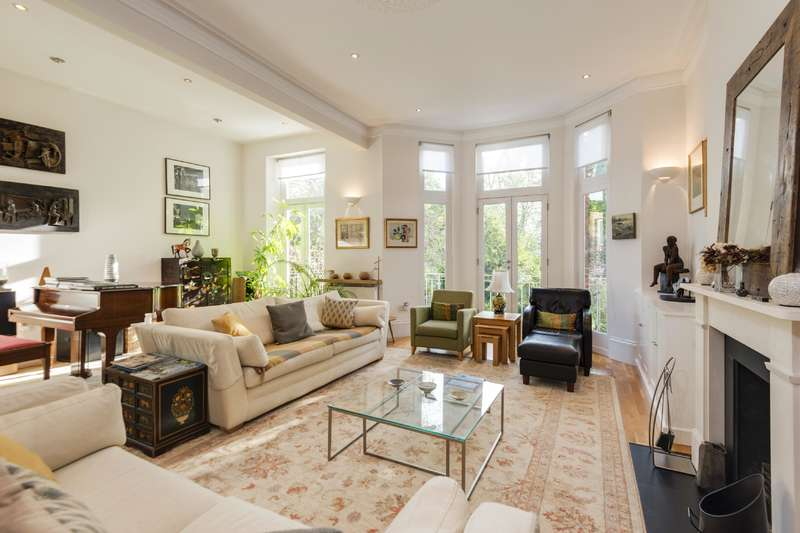 3 Bedrooms Flat for sale in Chalcot Gardens, Belsize Park