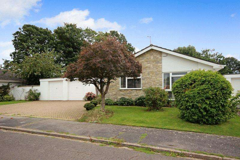 3 Bedrooms Detached Bungalow for sale in HIGHCLIFFE CHRISTCHURCH
