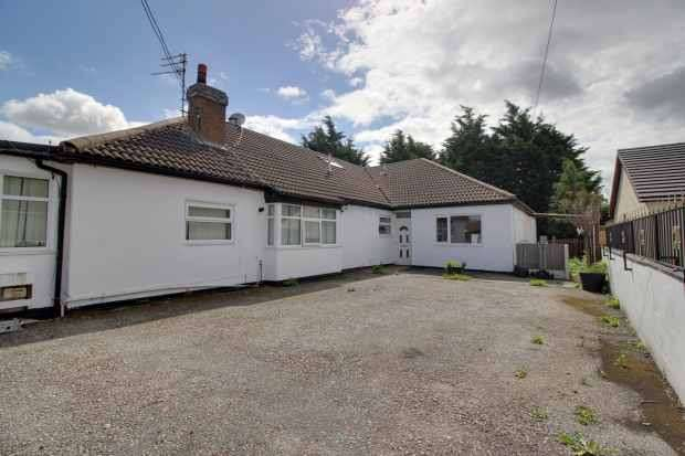 6 Bedrooms Semi Detached Bungalow for sale in Clwyd Park, Rhyl, Clwyd, LL18 5EJ