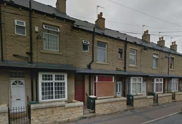 3 Bedrooms Terraced House for sale in Napier Road, Bradford, West Yorkshire, BD3 8DA