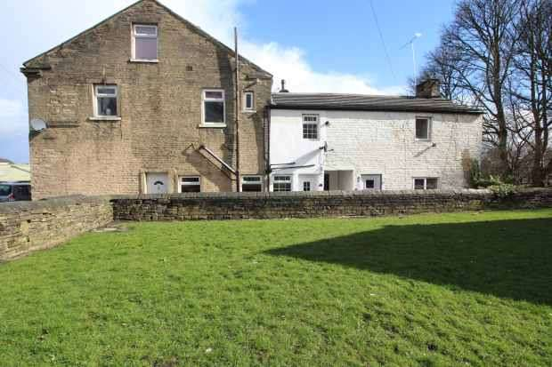 4 Bedrooms Terraced House for sale in Central Place, Bradford, West Yorkshire, BD14 6AZ