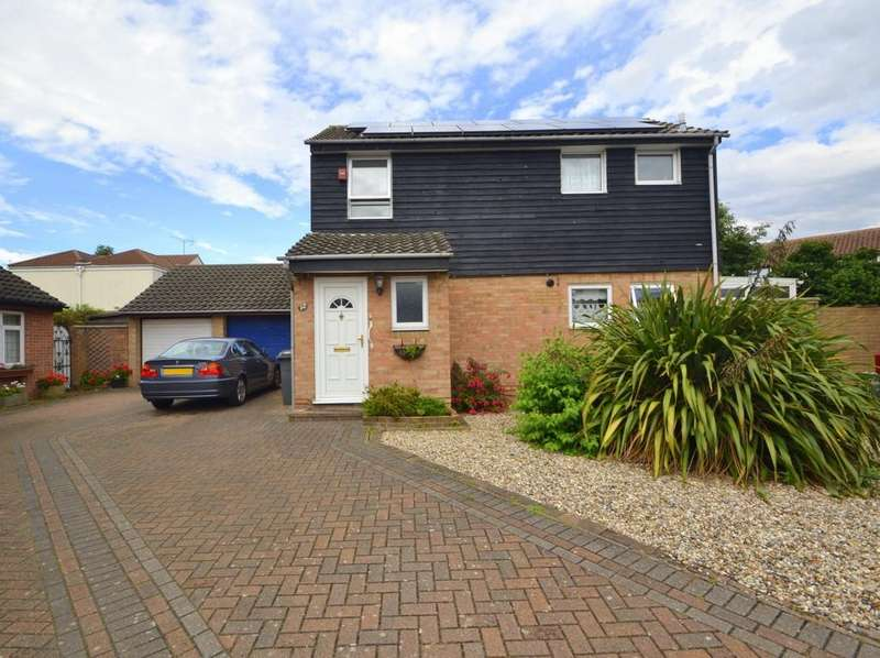 3 Bedrooms Detached House for sale in Pocklington Close, Chelmsford, CM2 6SQ