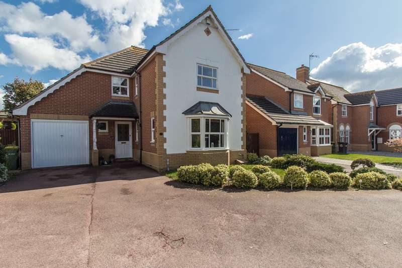 4 Bedrooms Detached House for sale in Downhall Park Way, Rayleigh, SS6