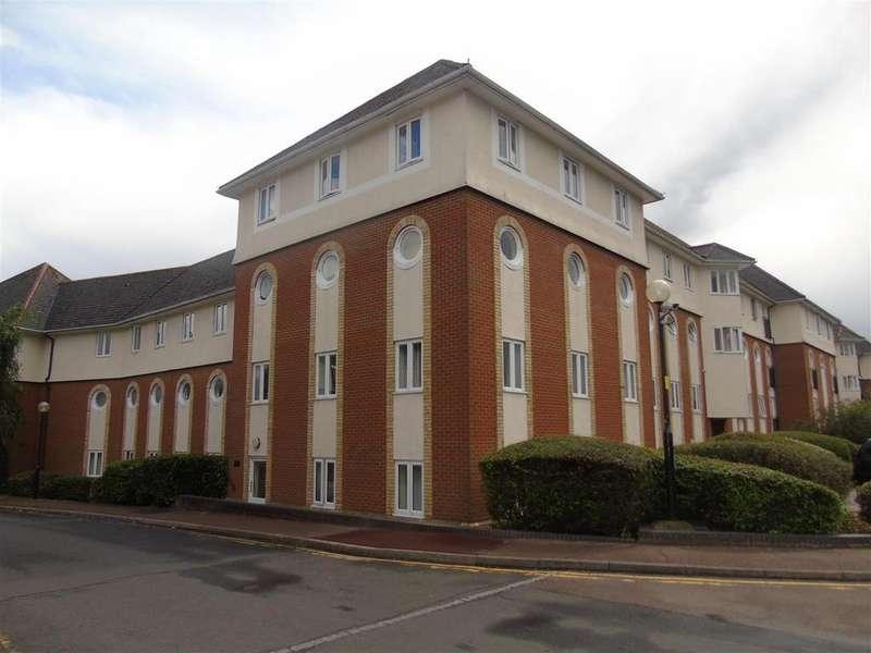 2 Bedrooms Flat for sale in Walsingham Close, Hatfield