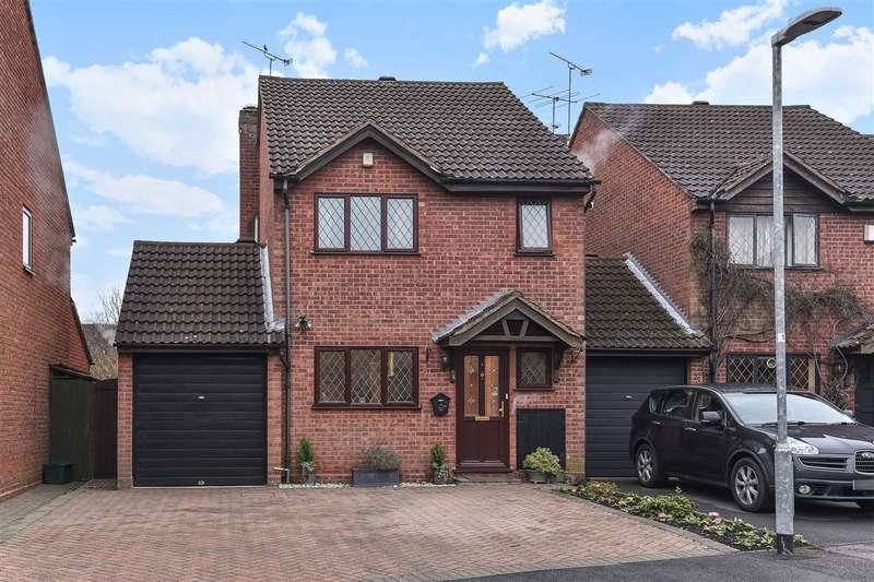 3 Bedrooms Detached House for sale in Horsham Road, Owlsmoor, Sandhurst