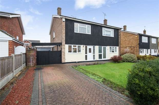 3 Bedrooms Semi Detached House for sale in Elder Avenue, Wickford, Essex