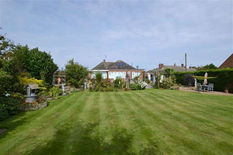 2 Bedrooms Detached Bungalow for sale in Beech Avenue, Flamborough, East Yorkshire, YO15