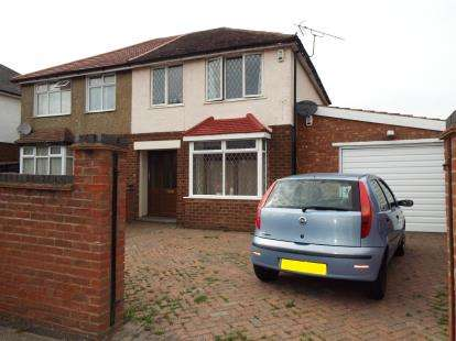 House for sale in Westmorland Avenue, Luton, Bedfordshire