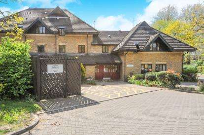 1 Bedroom Retirement Property for sale in Bishops Court, Churchgate, Cheshunt, Waltham Cross