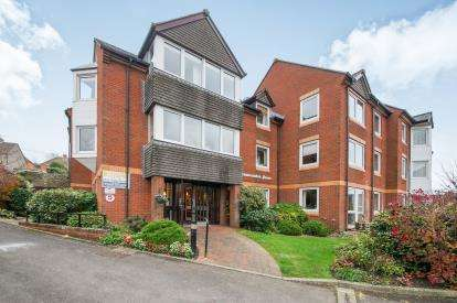 2 Bedrooms Flat for sale in Carrington Way, Wincanton, Somerset