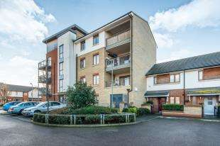 2 Bedrooms Flat for sale in Mallory Close, Gravesend, Kent, England
