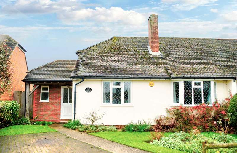 3 Bedrooms Semi Detached House for rent in Hill View, Great Kimble