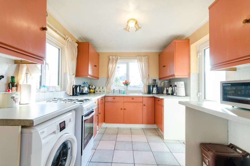 3 Bedrooms Detached House for sale in Grenville Close, Surbiton, KT5