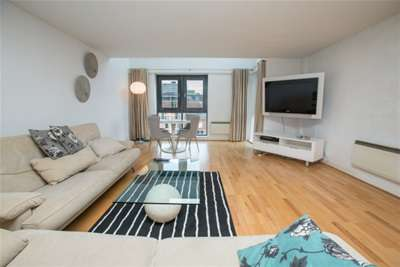 2 Bedrooms Flat for rent in Portland Place, Leeds City Centre