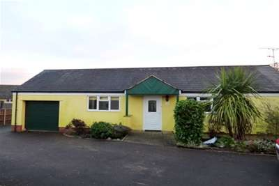 3 Bedrooms Bungalow for rent in South Chard