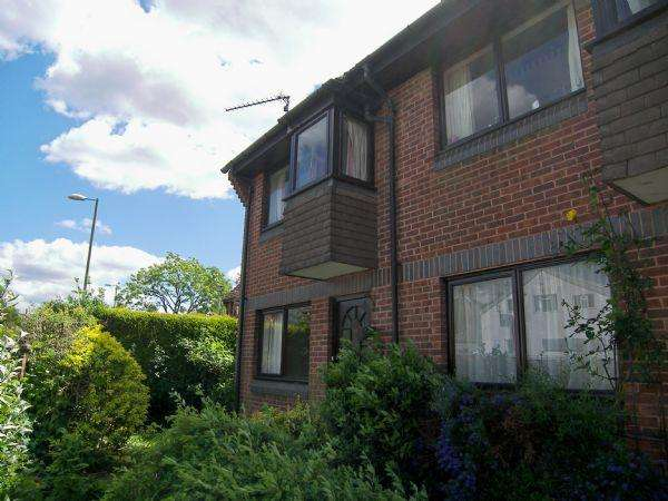 1 Bedroom Flat for sale in Meon Close, Petersfield, Hampshire