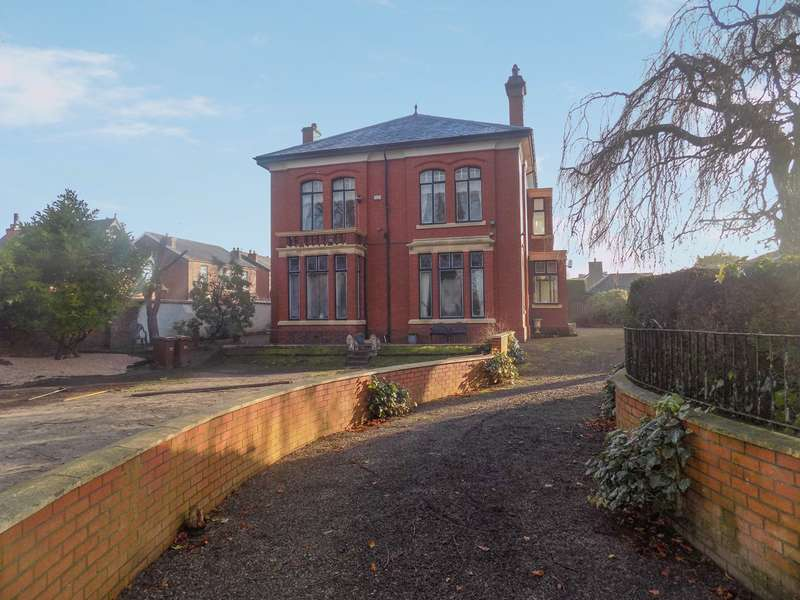 4 Bedrooms Detached House for sale in Ashfield Road, Chorley, Lancashire, PR7