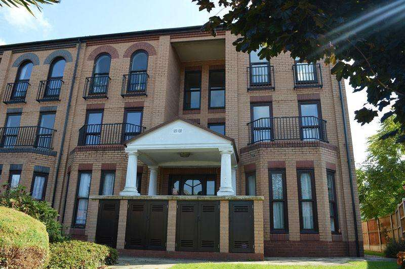 1 Bedroom Ground Flat for sale in Marks Court, Southend-On-Sea