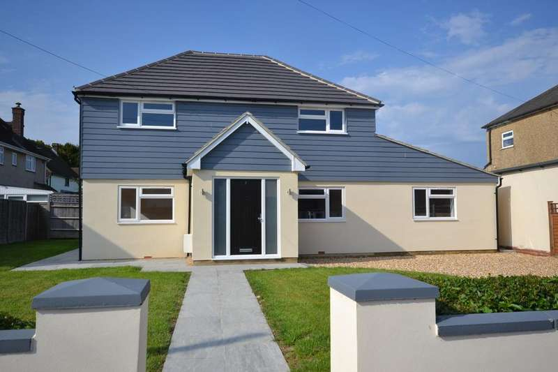 3 Bedrooms Detached House for sale in Saint Hermans Road, Hayling Island, PO11