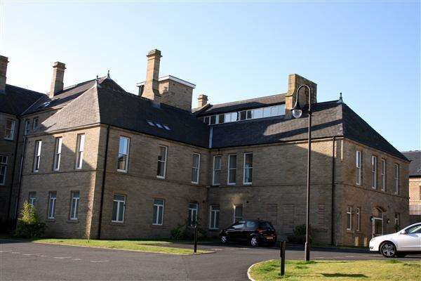 2 Bedrooms Apartment Flat for rent in Richmond House, Charlotte Close, Halifax
