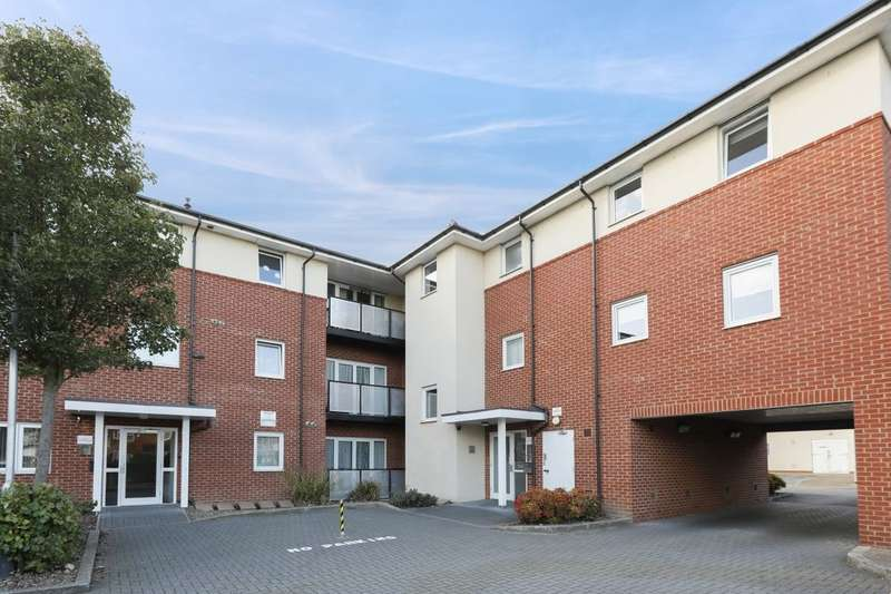 2 Bedrooms Flat for sale in Medici Close, Goodmayes, Ilford, IG3