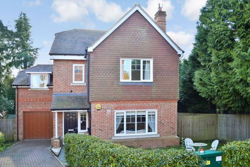 4 Bedrooms Detached House for sale in Beacon Rise, East Grinstead, RH19