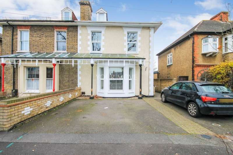 2 Bedrooms Flat for sale in Dymoke Road, Hornchurch, RM11