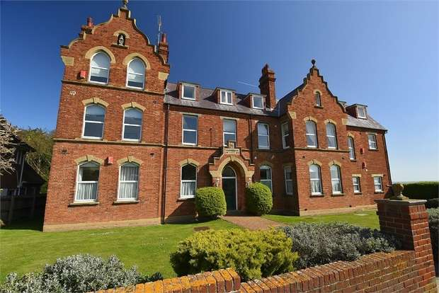 2 Bedrooms Flat for sale in Wainwright Court, Park Road, Broadstairs, Kent