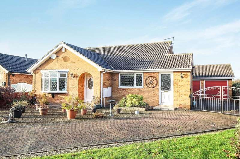3 Bedrooms Detached Bungalow for sale in Rockingham Road, Leeds, LS15