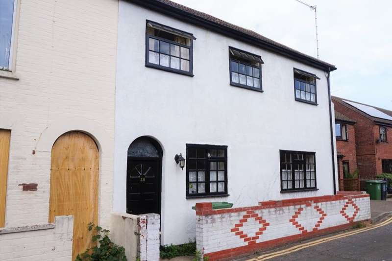 3 Bedrooms Semi Detached House for sale in North Market Road, Great Yarmouth, NR30
