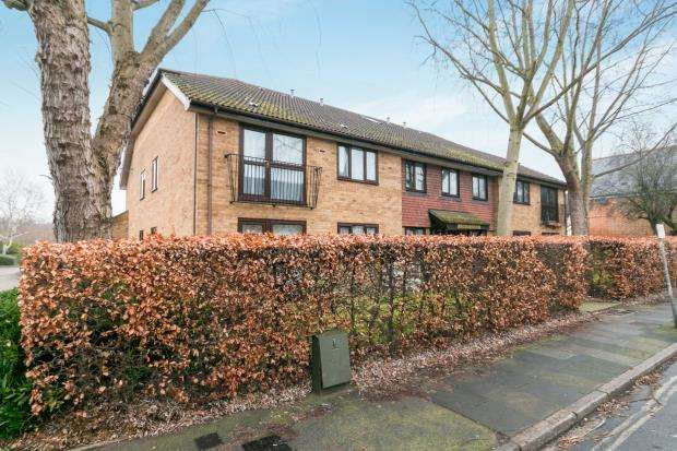 2 Bedrooms Flat for sale in St. Georges Road East, Aldershot, Hampshire