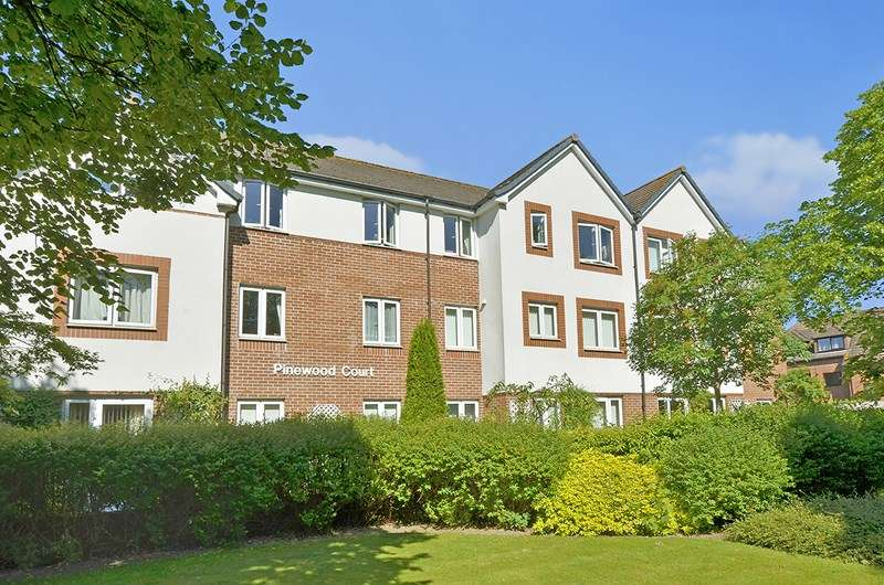 2 Bedrooms Retirement Property for sale in Station Road, West Moors, Ferndown