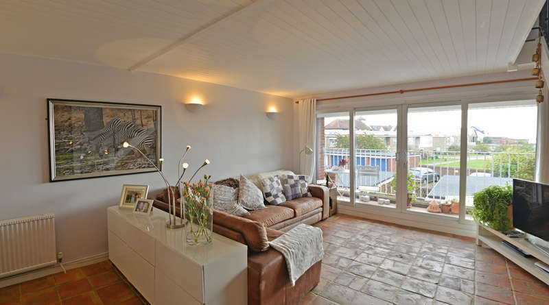 3 Bedrooms Town House for sale in High Street, Burnham-on-Crouch
