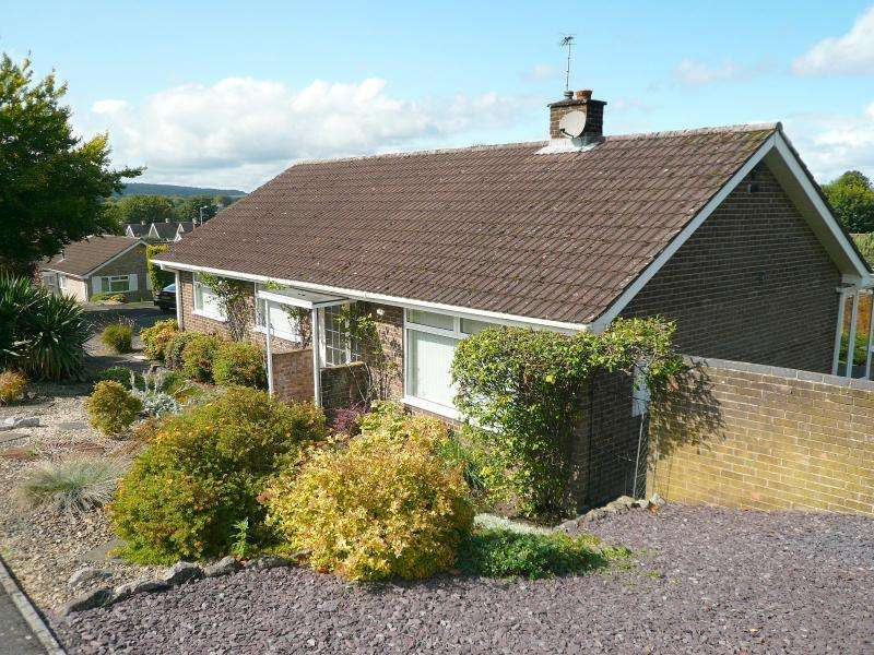 3 Bedrooms Bungalow for sale in Copheap Rise, Warminster, BA12