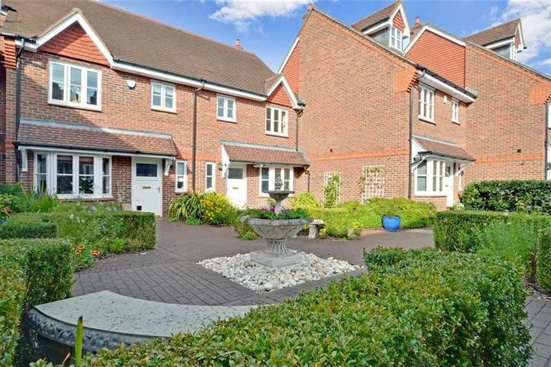 3 Bedrooms Town House for sale in Westfield Gardens, Dorking, Surrey, RH4