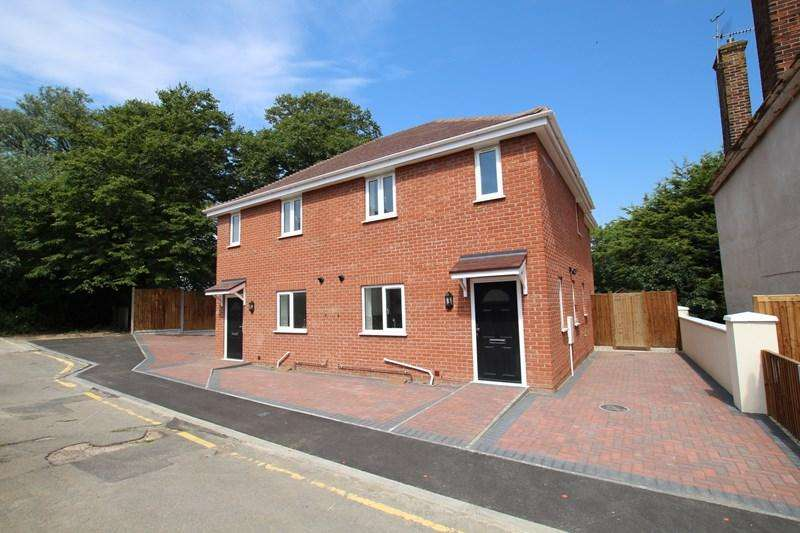 3 Bedrooms Semi Detached House for sale in St. Botolphs Terrace, Walton On The Naze